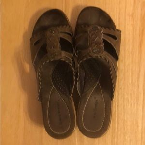 Brown leather Bare Traps size 9.5